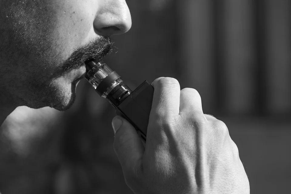 A study analysis shows e-cigarette users can have up to six substances with a strong link to bladder cancer in their urine.